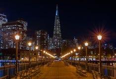 San Francisco van de binnenstad en de Transamerica-Piramide in Chrismas Stock Fotografie