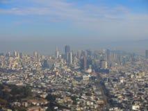 San Francisco visto dal gemello alza la collina verticalmente Fotografie Stock Libere da Diritti