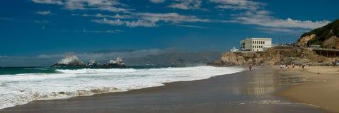 San Franciscos Pazifikküste und Klippen-Haus lizenzfreie stockbilder