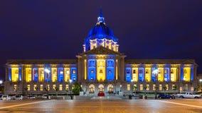 San Franicisco stadshus i blått och guld arkivbilder