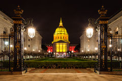 San Franicisco stadshus in på natten Arkivfoton