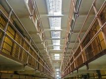 San Fransisco, CA usa - Alcatraz populaci ogólnej Więźniarskie komórki Zdjęcie Stock