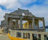 San Fransisco, CA usa - Alcatraz Więźniarskich oficerów klubu ruiny Zdjęcie Royalty Free