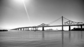 San Fransisco, CA, usa - Lipiec 26, 2014: Podpalany most między San Fransisco i skarb wyspą Obraz Royalty Free
