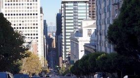 SAN FRANSISCO, KALIFORNIA STANY ZJEDNOCZONE, OCT, - 10th, 2014: Linia horyzontu centra miasta i uliczny widok zdjęcie royalty free