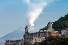San fransisco and the popocatepetl in the background stock images