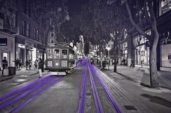 San Fransisco uliczny samochód przy nocą czarny i biały z purpurami akcentuje zdjęcia royalty free
