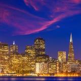 San Fransisco zmierzchu linii horyzontu Kalifornia zatoki wody odbicie Zdjęcie Stock