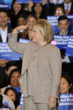 San GABRIEL, La, CA - JANUARI 7, 2016, de Democratische Presidentiële treden kandidaat van Hillary Clinton bij menigte bij Aziati Stock Foto