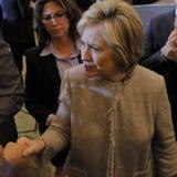 San GABRIEL, La, CA - 7 JANUARI, 2016, Democratische Presidentiële kandidaat Hillary Clinton schudt handen en stelt voor beelden  Royalty-vrije Stock Afbeelding