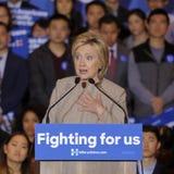 San GABRIEL, La, CA - 7 JANUARI, 2016, Democratische Presidentiële kandidaat Hillary Clinton spreekt aan Aziatische Amerikaanse e Stock Fotografie