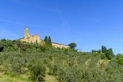 San Gimignano é uma cidade medieval pequena do monte em Toscânia Fotos de Stock