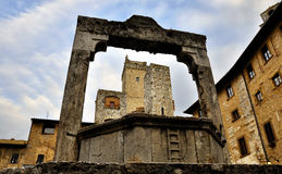 San gimignano. Medieval well in San Gimignano, Italy stock images