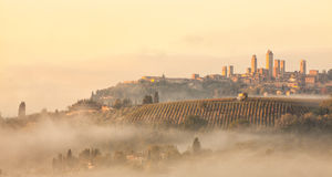 San Gimignano en el despuntar del día Fotos de archivo