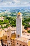 San Gimignano est une petite ville médiévale murée de colline en Toscane Photos libres de droits