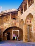 San Gimignano i Tuscany Italien Royaltyfria Foton