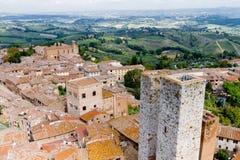 San Gimignano ist eine kleine ummauerte mittelalterliche Hügelstadt in Toskana lizenzfreies stockbild
