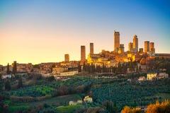 San Gimignano stadhorisont och medeltida tornsolnedgång Tuscany, Royaltyfri Bild