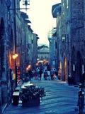 San Gimignano Straße am Abend Lizenzfreies Stockfoto