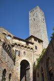 San Gimignano ummauerte mittelalterliche Hügelstadt, Italien Stockfotografie