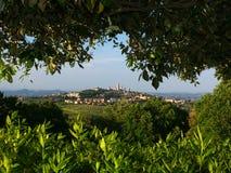 San Gimignano van het oposing van heuvel Stock Foto's