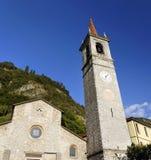 San Giorgio Church en Varenna es muy popular en el lago Como para las bodas católicas Fotos de archivo