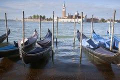 San Giorgio Maggiore Church e barcos da gôndola, Veneza Foto de Stock Royalty Free