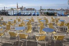 San Giorgio Maggiore Church e barcos da gôndola, Veneza Fotos de Stock Royalty Free