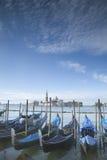 San Giorgio Maggiore Church e barcos da gôndola, Veneza Fotos de Stock