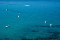 San Giovanni Di Sinis linia brzegowa na słonecznym dniu w Sardinia Zdjęcie Royalty Free