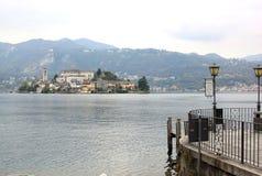 San Giulio Island en el lago Orta, Italia Fotografía de archivo libre de regalías