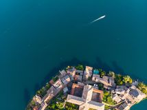 San Giulio Island/Isola San Giulio pelo zangão imagens de stock royalty free