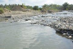 San i żwirów agregaty przy Mal riverbed, Matanao, Davao Del Sura, Filipiny zdjęcie stock