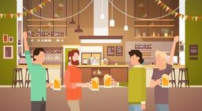 San interno Patrick Day Celebration, insegna del pub del gruppo della gente di festival della birra del partito Immagini Stock