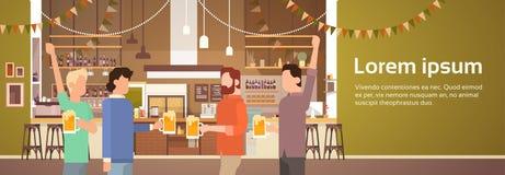 San interno Patrick Day Celebration, insegna del pub del gruppo della gente di festival della birra del partito Fotografia Stock