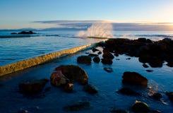 San Jaime - chapoteo del amanecer contra piscina de marea Imagen de archivo libre de regalías
