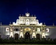 San Jose Cathedral på natten - Antigua, Guatemala Royaltyfria Bilder