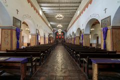 San Juan Bautista, California - 3 marzo 2018: Interno della chiesa di vecchia missione San Juan Bautista immagine stock