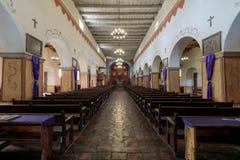 San Juan Bautista, la Californie - 3 mars 2018 : Intérieur d'église de vieille mission San Juan Bautista image stock