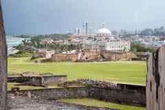 San Juan Coast från Castillo de San Cristobal Wall Arkivfoto