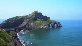 San Juan de Gaztelugatxe video d archivio
