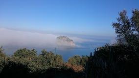 San Juan de Gaztelugatxe Island und Meer Lizenzfreie Stockfotos