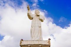 San Juan del Sur, Nicarágua - 11 de maio de 2018: Estátua colossal de Jesus Christ na paredão a mais northernmost na baía de imagens de stock