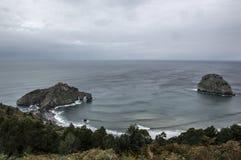 San Juan gaztelugatxe i wyspa arquech Zdjęcia Royalty Free