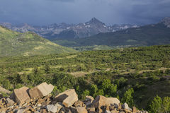 San Juan Mountains och stormmoln, Dallas Divide, rutt 62, till Ridgway/Telluride, Colorado, USA royaltyfria foton