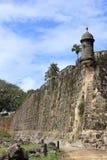 San Juan Paseo del Morro med vaktpost och pelikan 2 Royaltyfri Foto