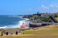 San Juan Puerto Rico - April 02 2014: Kustlinjesikt i gamla San Juan arkivbild