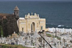 San Juan, Puerto Rico - 1/25/18: Cmentarz w Starym San Juan, Puerto Rico obraz royalty free