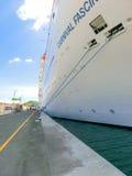 San Juan, Puerto Rico - 9 de mayo de 2016: La fascinación del barco de cruceros del carnaval en el muelle Foto de archivo