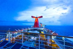 San Juan, Puerto Rico - 9. Mai 2016: Die Karnevals-Kreuzschiff-Faszination in dem karibischen Meer lizenzfreies stockbild